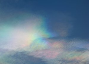 Nature's bling-bling: Cirrostratus PSCs (Polar Stratospheric Clouds / Nacreous Clouds) around a