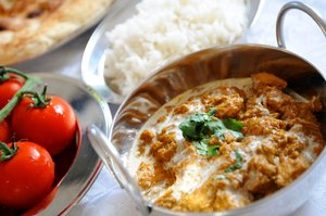 Chicken Curry: Chicken curry in a Balti dish with tomatoes, rice and naan bread
