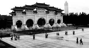 Taiwan independence memorial: A large entrance gate. dedicated to the formal foundations of ROC