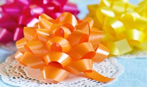 Party bows: colorful gift bows